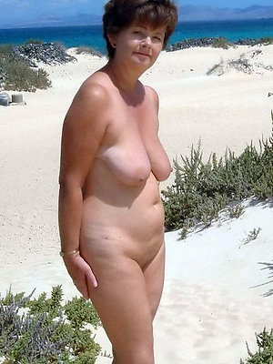 wonderful mature women beach pics