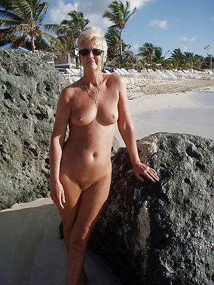 super-sexy mature beach nudists