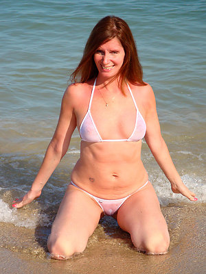 hotties mature in bikinis pictures