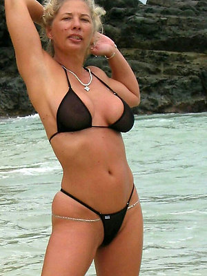 free pics of mature woman in bikini