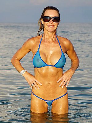 real hot mature bikini photos