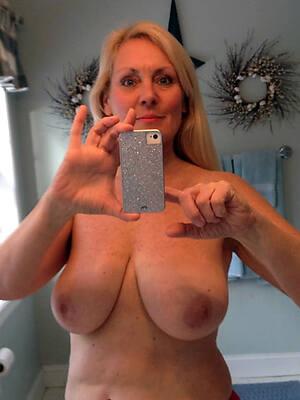 Naked single frauen