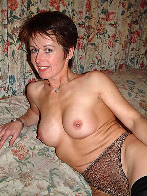 incomparable mature women masturbating