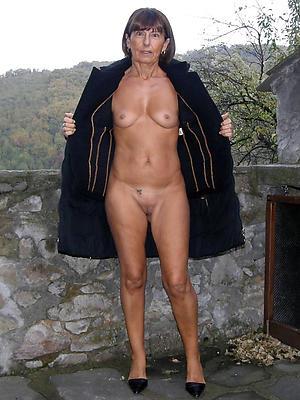 aphoristic knocker full-grown women posing uncovered