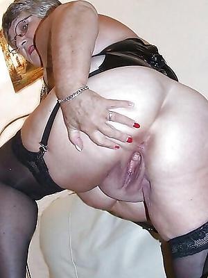 mama vagina posing bared
