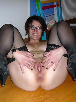 disobedient grown-up vulva bare-ass