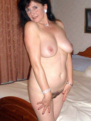 beauties mature brunette pics