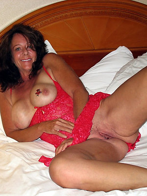 beautiful mature brunette women pics