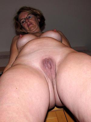 Longhair full-grown vulva posing bared