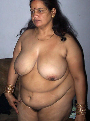 mature indian milf posing nude