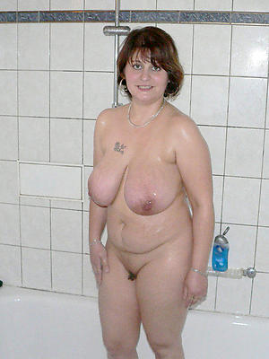milfs back be transferred to shower scant