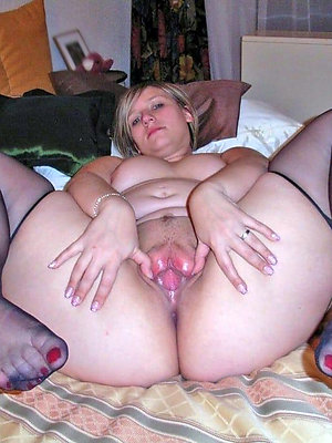wonderful mature mom fingertips