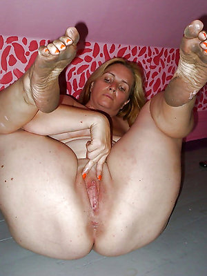 nasty hot mature feet gallery