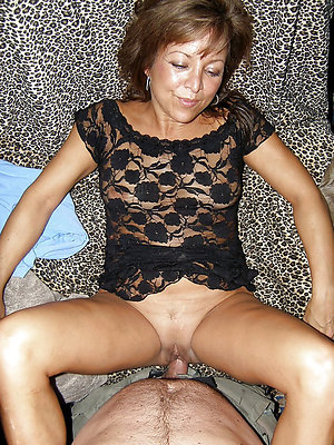 super-sexy mature housewife fucks