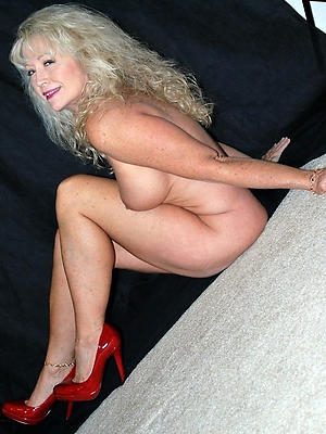 beauties mature woman in heels
