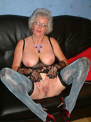 spectacular mommy vacant naked pictures