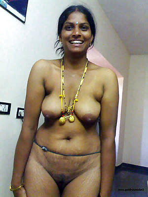 Victorian grown up indian posing bare-ass