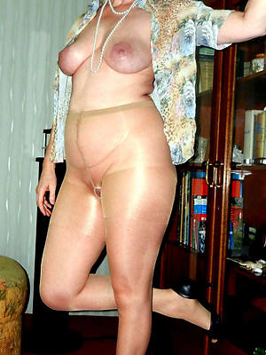 erotic of age body of men anent nylons starkers