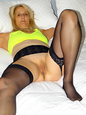 mature nylons pictures