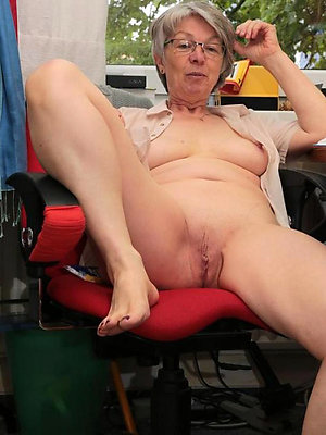 wonderful mature women masterbating