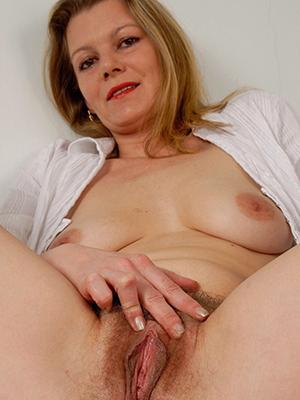 crazy mature vulva pics