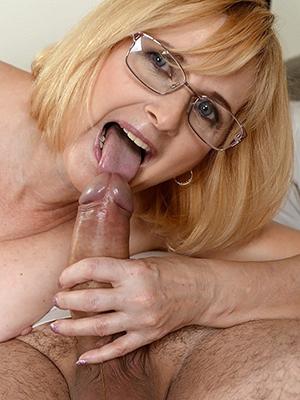 curvy mature wife handjob porn pics