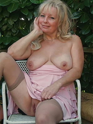 gorgeous amateurish mature pictures