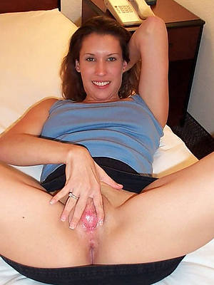 mature shaved pussy posing scant