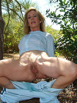 hotties mature 40 plus bare-ass pics