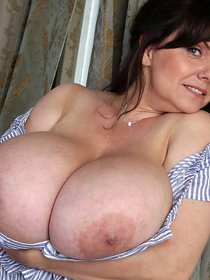 perfect women with broad in the beam tits revealed pics