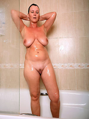 gorgeous busty mature shower nude pictures