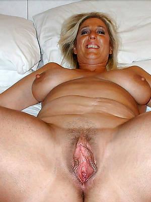 mature slut moms posing nude