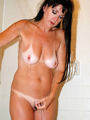 shove around amatuer mature women in the shower