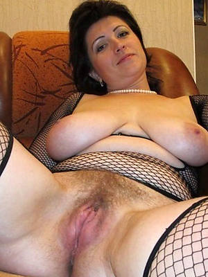 naked natural full-grown women stripped