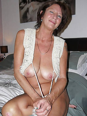 sexy mature cougar nude stripped