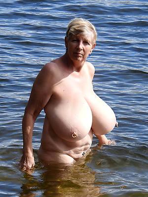 mature moms with big boobs pics