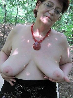 amateur mature body of men with saggy tits pics