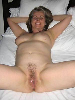 beautiful naked sexy mature mom photo