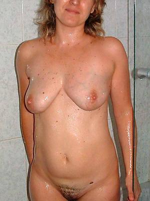 pornstar inferior grown-up women involving the shower sex pics
