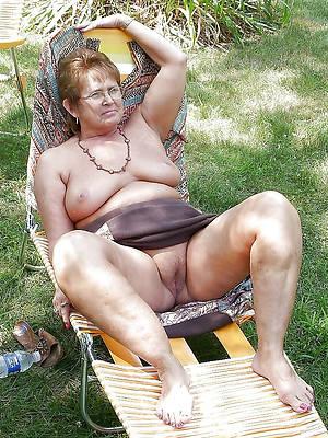 amateur nude grandma stripped