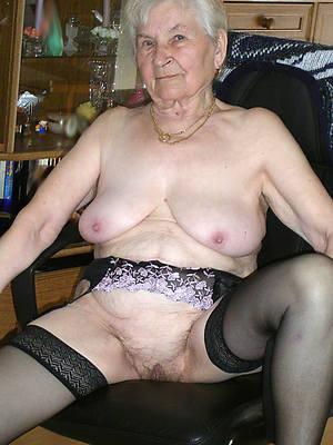 mature grandma posing nude