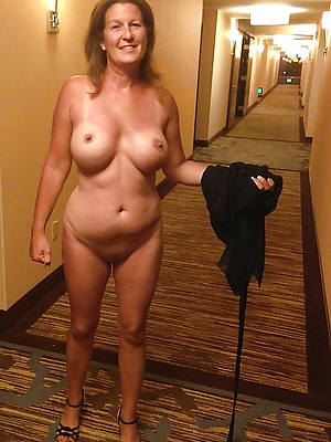 mature natural pussy posing nude