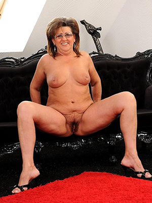 mature moms xxx stripped