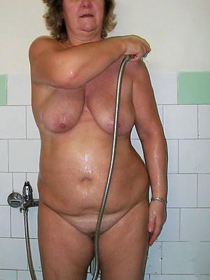 mature in the shower homemadexxx