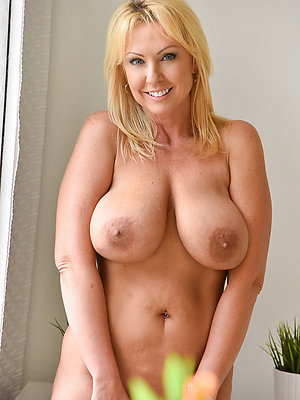 hotties horny amateur milf