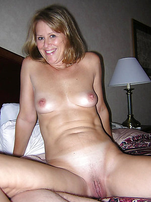 grown-up jocular mater bare-ass uncovered