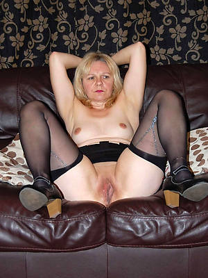 matured nylon pussy posing bare-ass