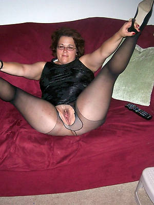 mature feet fro nylons pictures