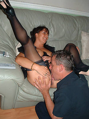 unconforming xxx wearing down mature pussy