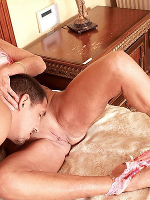 eating mature pussy porn pic download